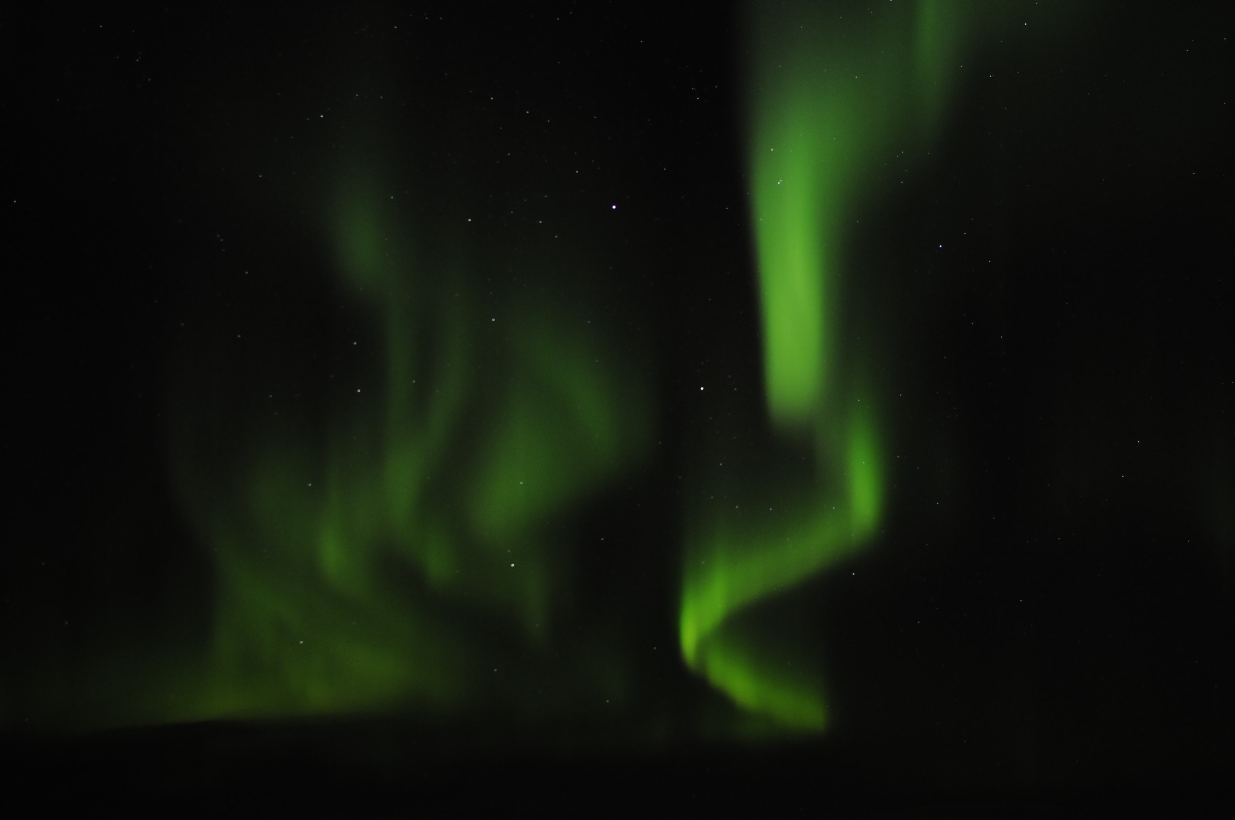 After a while it died out though and we jumped back in the bus where I finally had the opportunity to explain a little bit what these Northern Lights were ... & Crazy Lights over Hafnarfjörður | Guide to Iceland azcodes.com