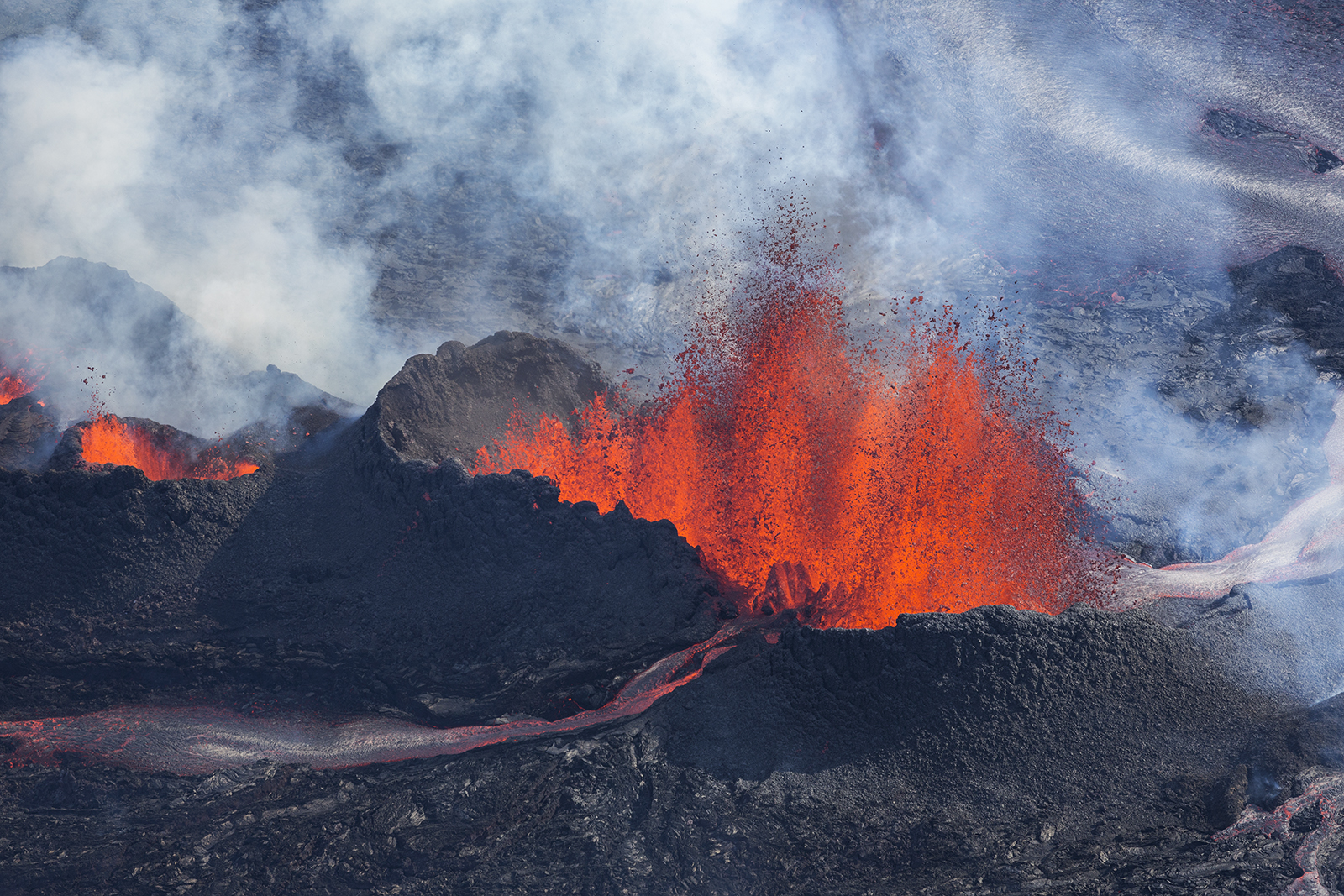 15 Incredible Photographs Of The Volcano In Iceland