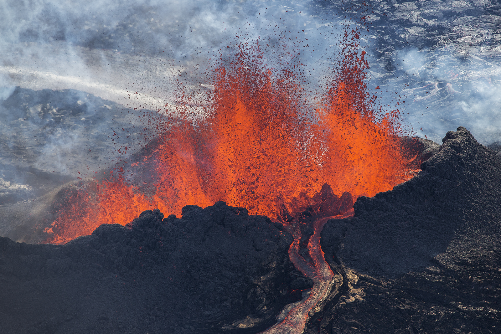 Incredible Photographs Of The Holuhraun Volcano In Iceland - 14 amazing volcanic eruptions pictured space