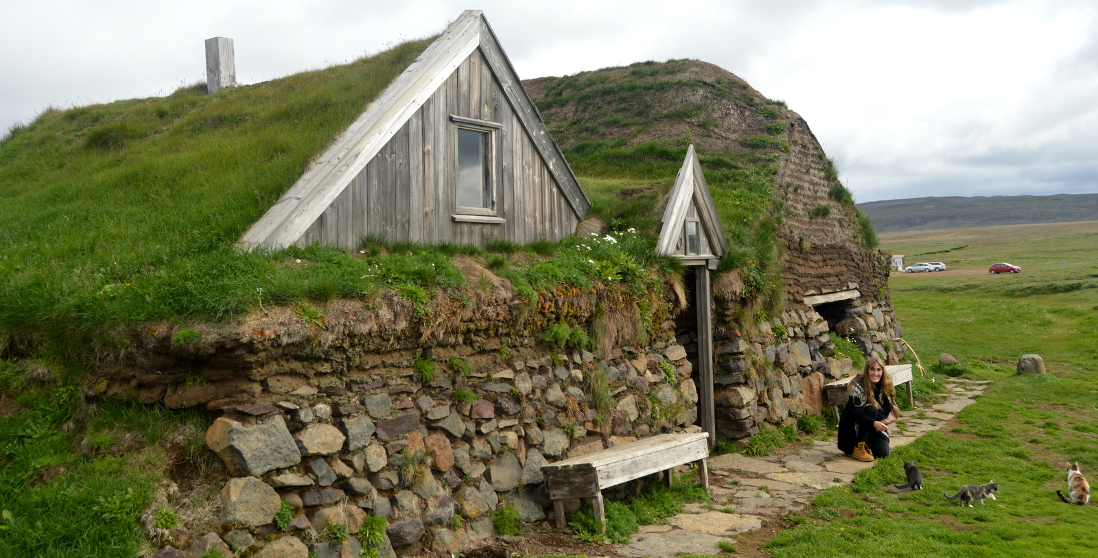 Icelandic Turf Houses also Maisons De Gazon Traditionnelles Islande as well Kerlingarfjoll furthermore Vertical Grass Art Architecture further Stock Photo Hofskirkja Church Eastern Iceland 74327931. on icelandic turf house