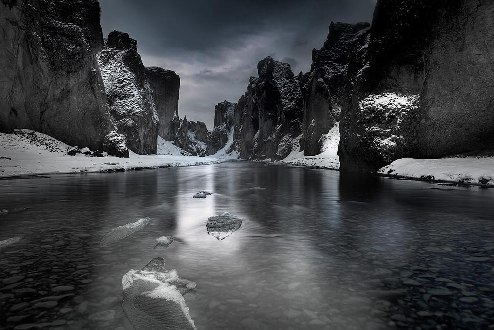 14 fjaðrárgljúfur canyon