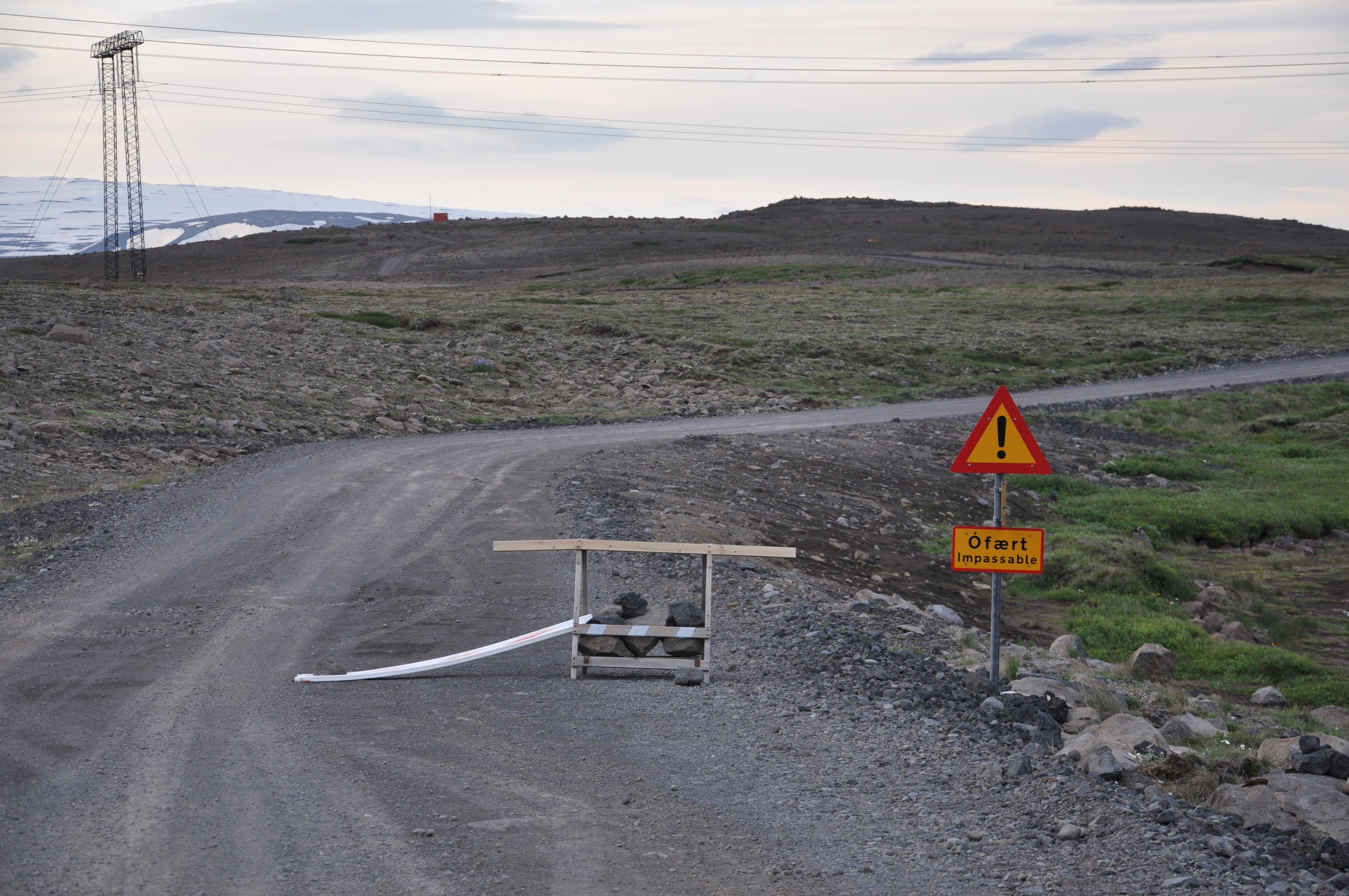Znalezione obrazy dla zapytania private road iceland