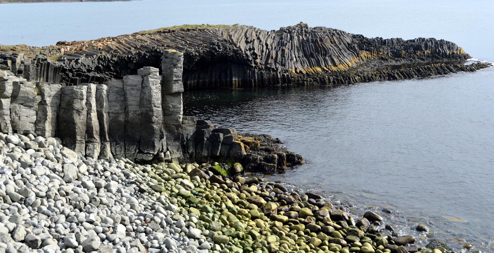 Basalt Columns Iceland : Kálfshamarsvík extraordinary basalt columns in skagi