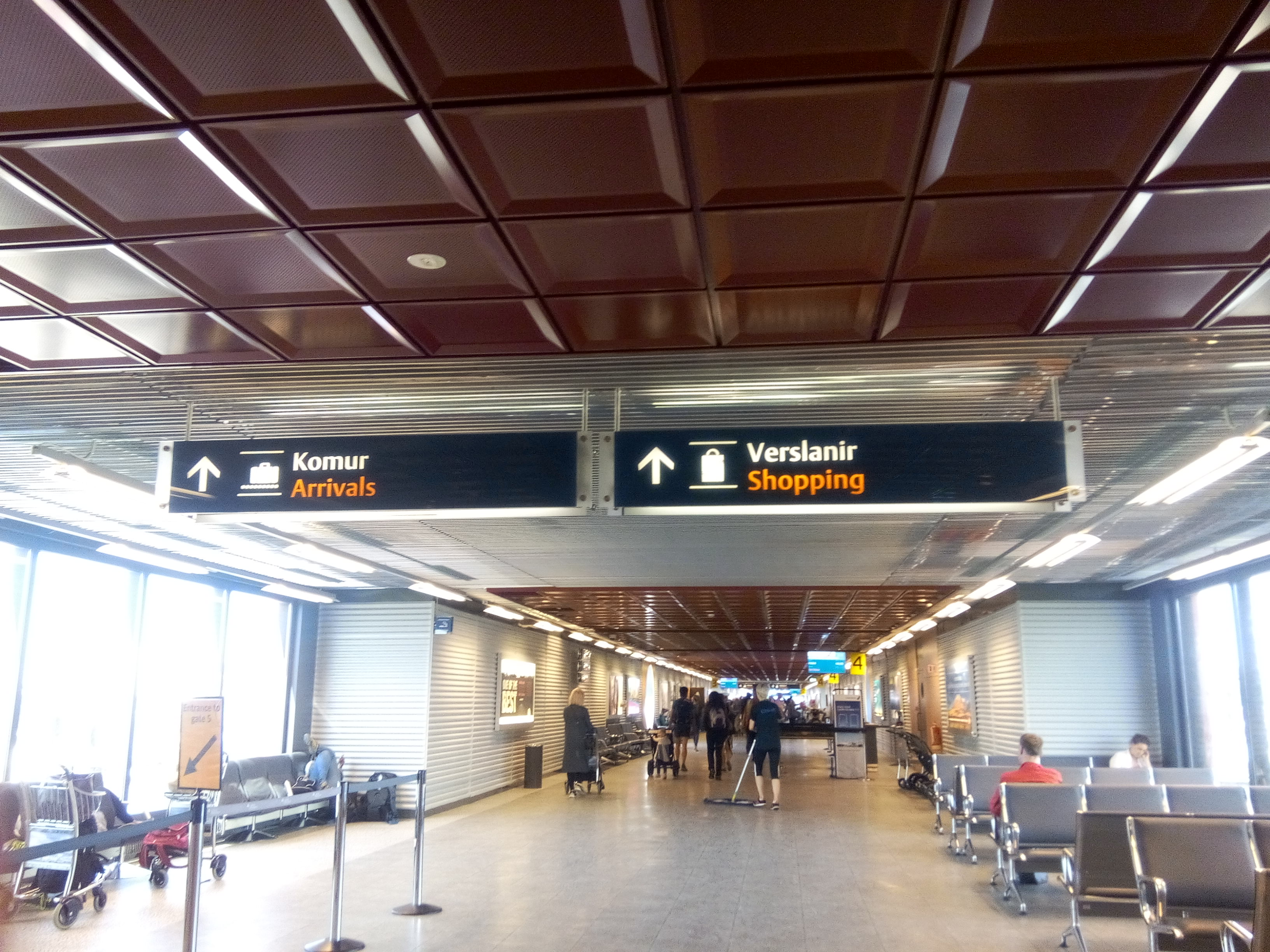 A roport de keflavik guide to iceland - Bureau de change montpellier aeroport ...