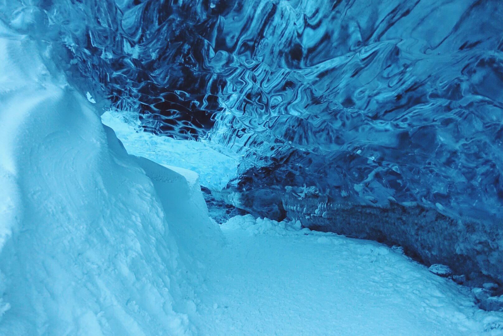 蓝冰洞-冰岛最美艳的冬色