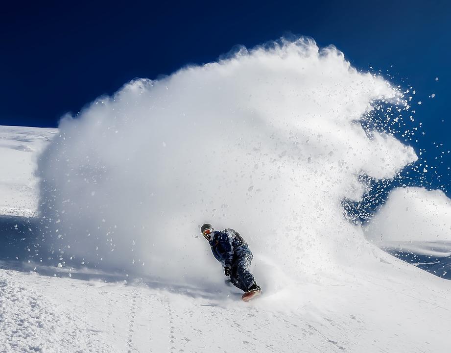 在冰島玩滑雪板