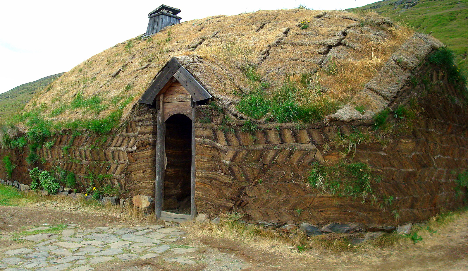 Viking areas in iceland eir kssta ir long house in west for Picture of house