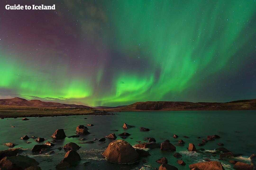 the-rocky-coast-of-iceland-illuminated-b